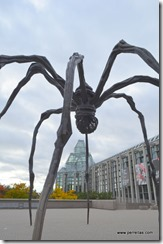 Big spider with egg sack sculpture